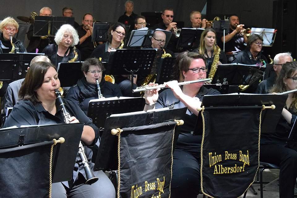 Unterhaltung am Montag: Die Union Brass Band im Kurpark. Foto: Büsing