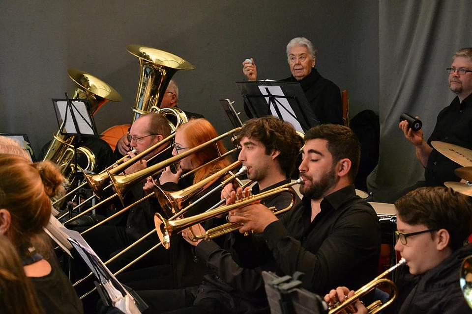 Die Union Brass Band spielt im Papenbusch.