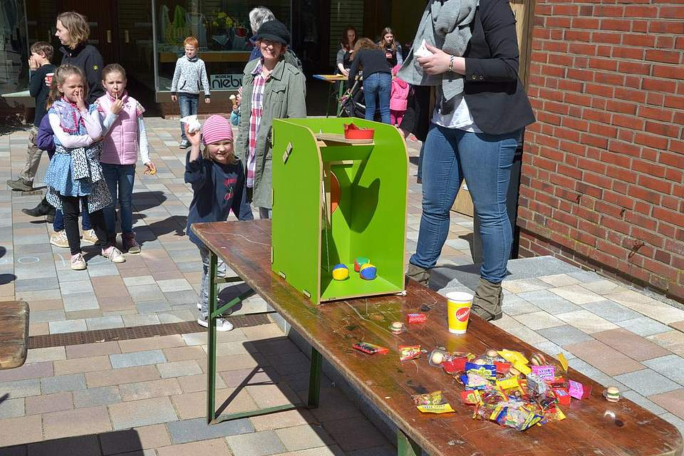 Kindernachmittag: Schokokuss-Schleudermaschine.