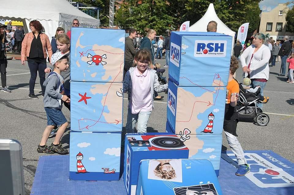 Die Würfel sind gefallen: Die neunjährige Jule Thoms aus Rantrum sorgt für Durchblick. Foto: Voß