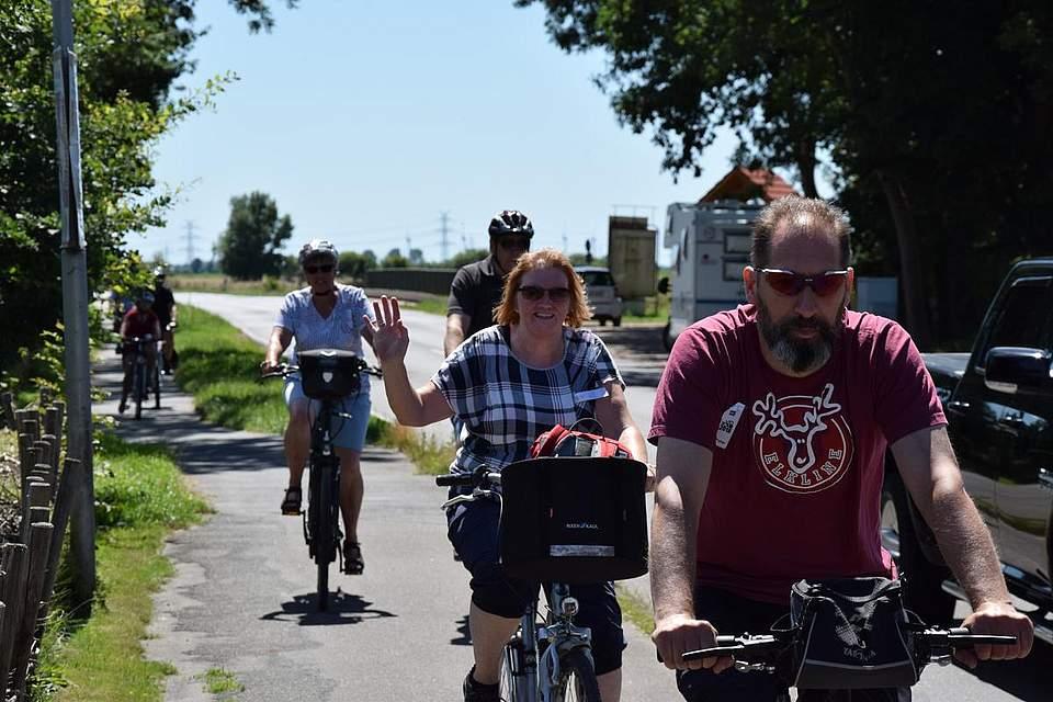 Fast geschafft: Die Radfahrer sind zurück in Meldorf.