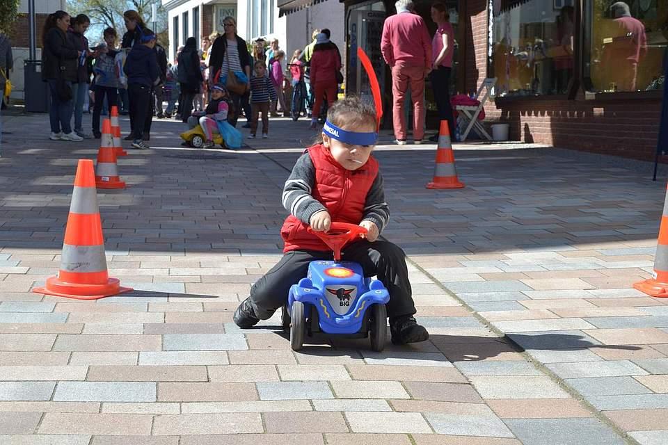 Kindernachmittag: Bobbycar-Rennen.