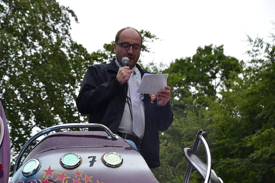 Jörg Sticken, Vorsitzender des Volksfestvereins bei seinem Debüt zur Eröffnung des Pfingstfestes.