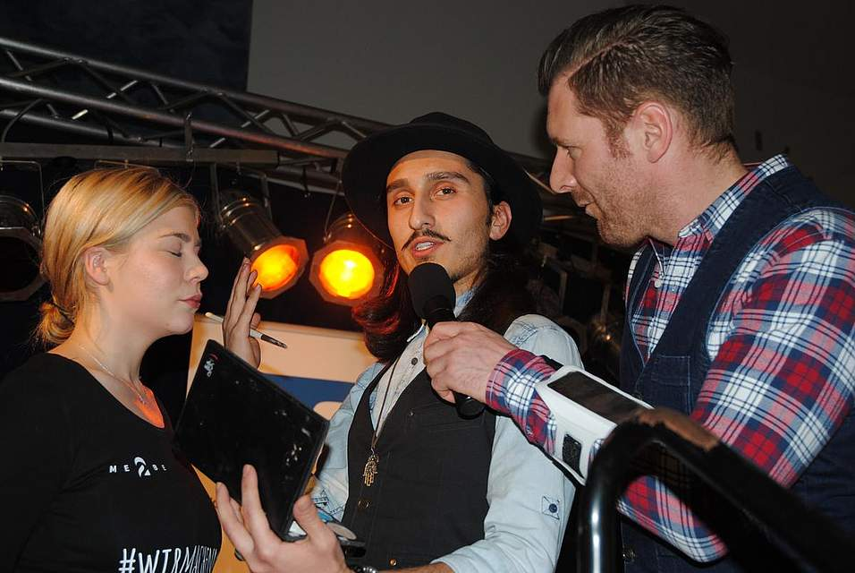 N-Joy-Moderator Andreas Kuhlage beim Make-Up-Artist Enes Dogan und Model Cindy.