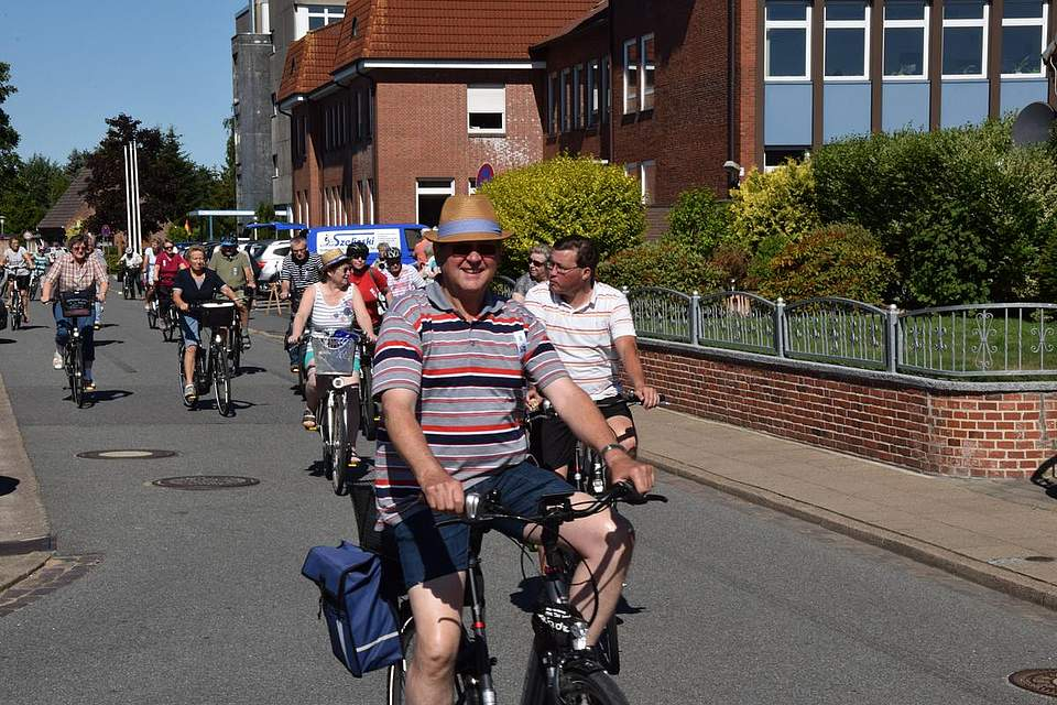 Auf geht es: In Meldorf startete die Boyens Medien Radtour.