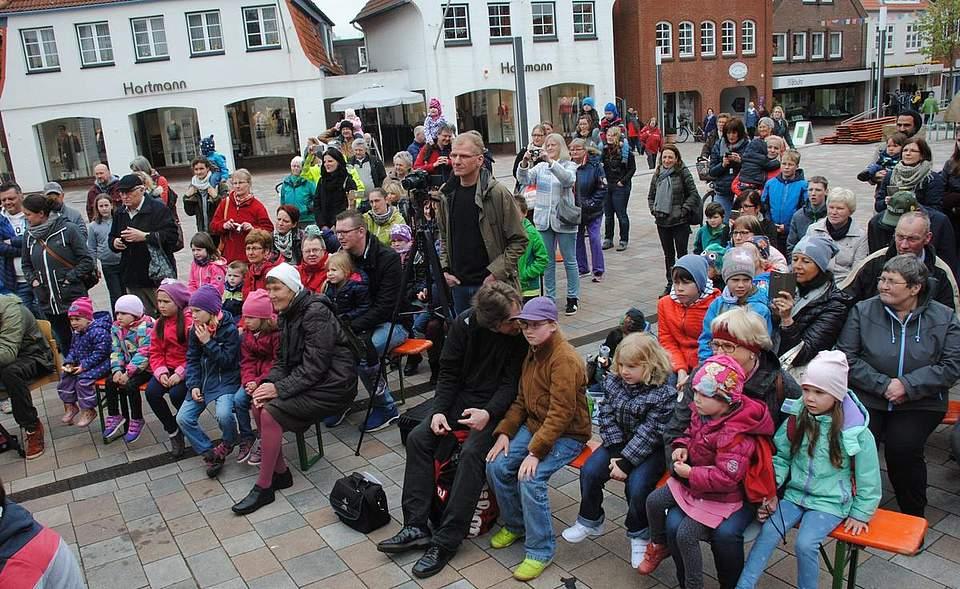 Knapp 100 Interessierte verfolgten die Aufführung der Kinder der Sprachintensivmaßnahme Lautstark.