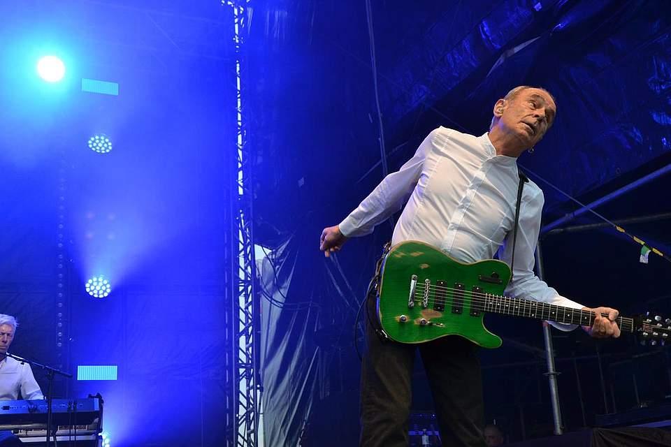 Francis Rossi und seine Gitarre. Foto: Voß