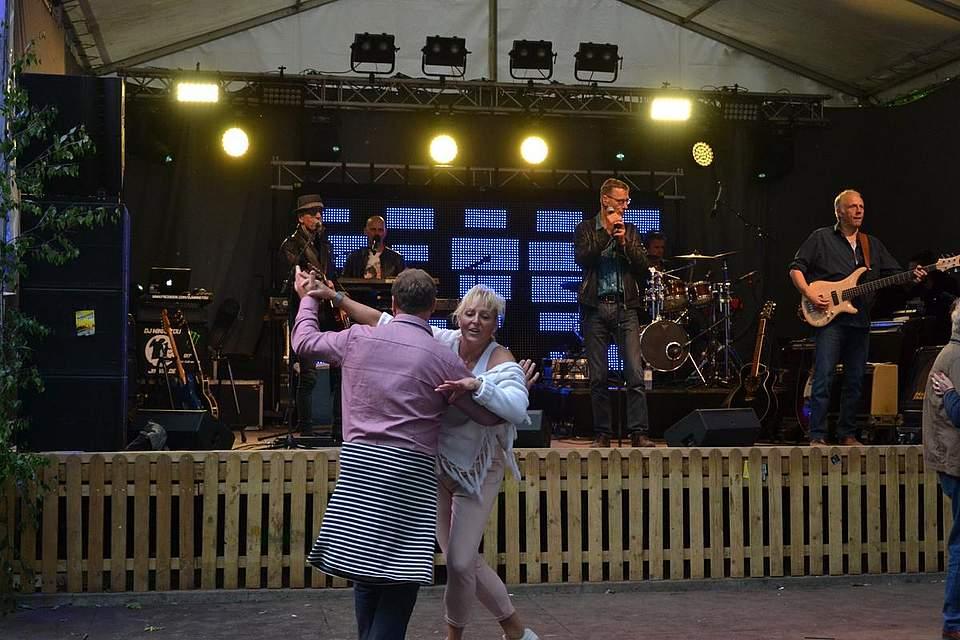 Tin Lizzy spielt zum Tanz auf.