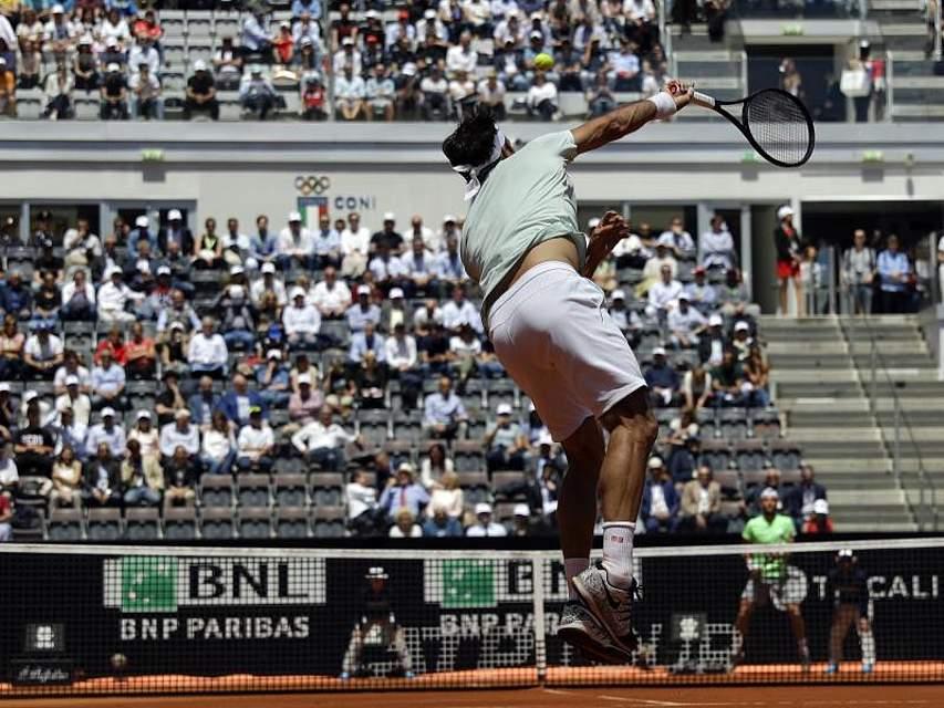 Beim Tennis-Turnier in Rom spielt Roger Federer mit vollem Einsatz. Foto: Gregorio Borgia/AP