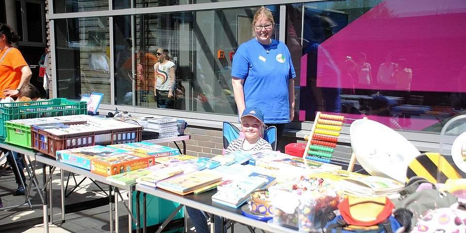 Gehört seit vielen Jahren zur Meldorf-Woche. Der Flohmarkt der Grundschule, bei dem Kinder ihre Sachen verkaufen.