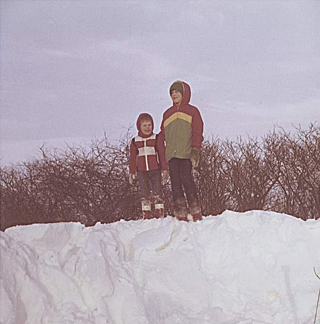 """Das von Martina Boderius aus Wesseln eingesandte Foto ist im Pahlen aufgenommen worden. Besonders in Erinnerung geblieben ist ihr: """"Am Silvestertag 1978/1979 gab es tagsüber Stromausfall. Da meine Eltern einen Ofen in der Küche hatten, kamen Nachbarn und Verwandte vorbei, um sich aufzuwärmen. Es war den ganzen Tag was los bei uns. Ich erinnere mich auch an viele schulfreie Tage."""""""