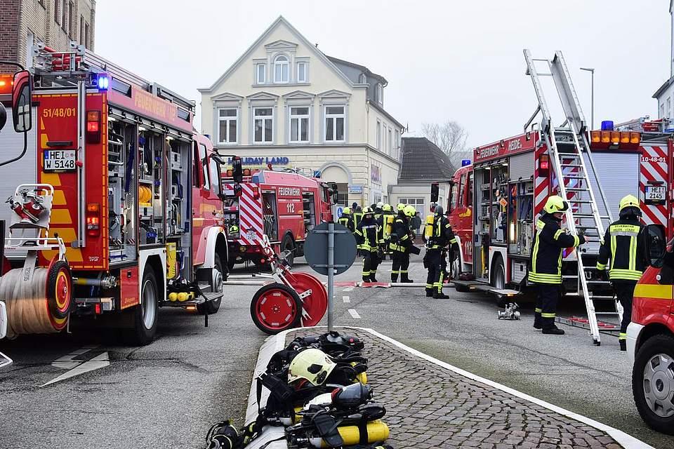 Heide: Feuer in der Süderstraße. Foto: Tiessen