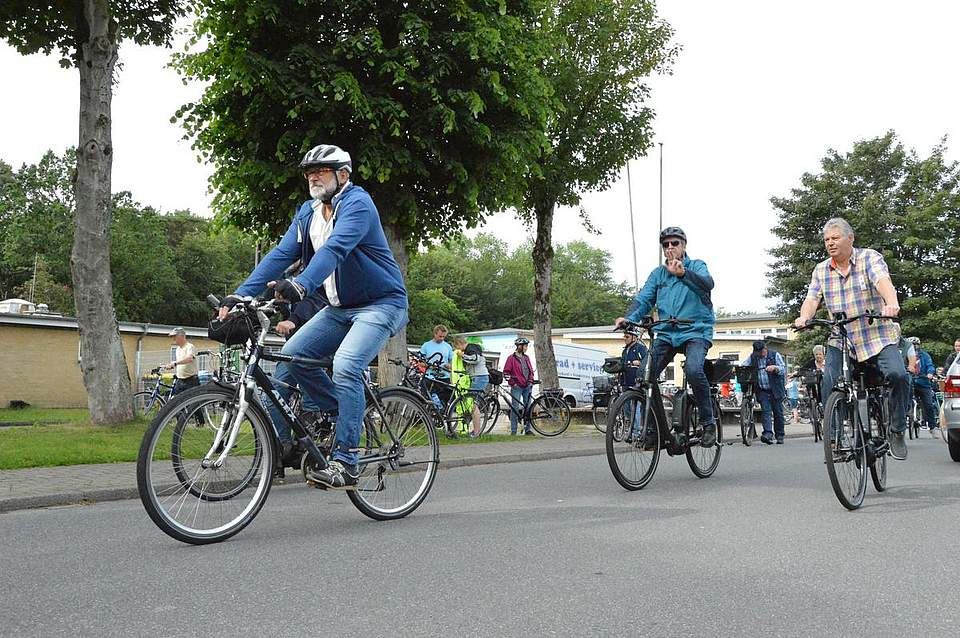Um 10 Uhr begaben sich die Radler, die 43 Kilometer fuhren, auf die Strecke.Eine Stunde später starteten all diejenigen, die die 24 Kilometer absolvierten.