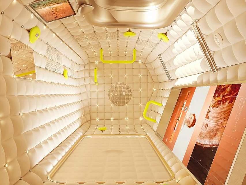 Blick in das Weltraumhotel des amerikanischen Privatunternehmens Axiom Space. Mit cremefarbenem Stoff ausgekleidete Wohnkapseln, die zum Cocooning einladen, beschreibt der Designer Philippe Starck seine Kreation. Foto: Starck Network