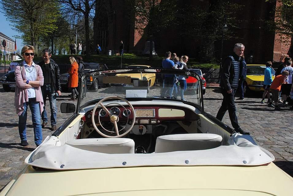 Das Richtige für Sonnenwetter: Ein Borgward Cabrio.