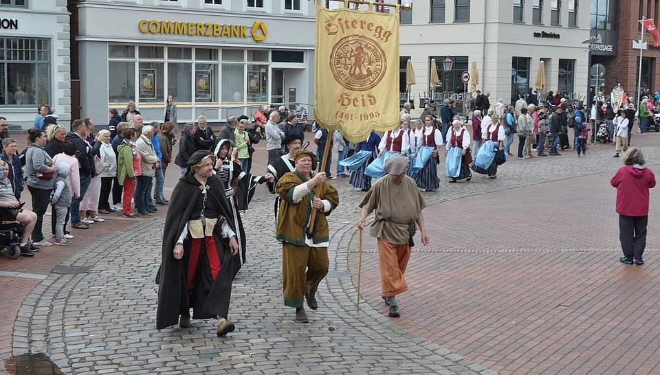 Teilnehmer der Österegge beim Festumzug. Foto: Höfer