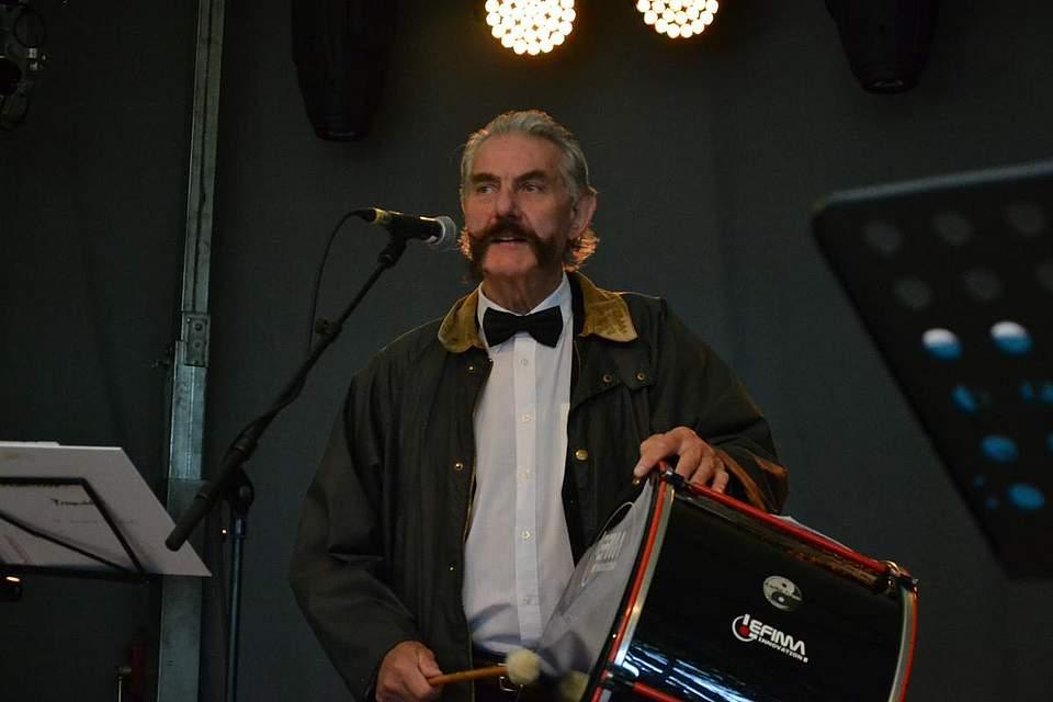 Trommler bei den Delvtown Jazzmen: Herbert Haas.