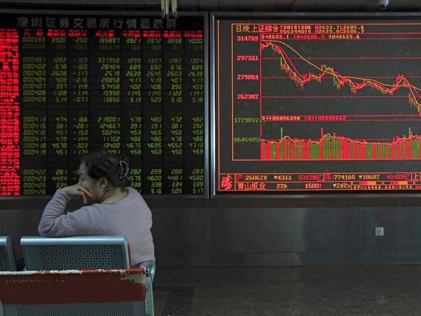 Der Kursverlauf stimmt die Anleger an der Pekinger Börse nicht glücklich. Nach der Festnahme der Huawei-Finanzchefin gehen die Kurse an Asiens Aktienmärkten weiter auf Talfahrt.Foto: Ng Han Guan/AP