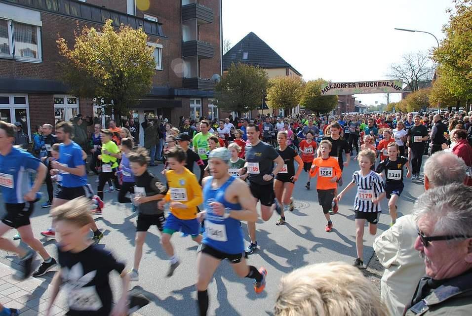 Jetzt geht's los: Insgesamt 687 Läufer hatten sich zum 8. Brückenlauf angemeldet.