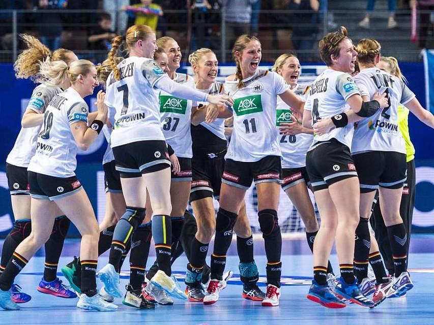 Deutschlands Handball-Frauen haben dank eines 30:28 (16:16) gegen Tschechien die EM-Hauptrunde erreicht. Foto: Marco Wolf