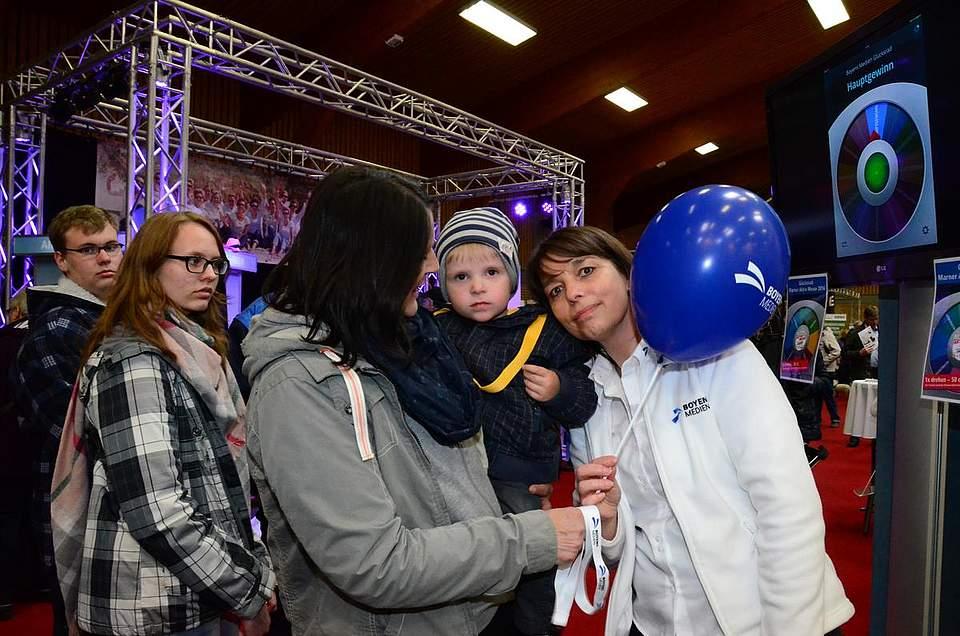 Luftballons für die Kleinsten: Silvia Walter von Boyens Medien hat genügend Vorrat davon.