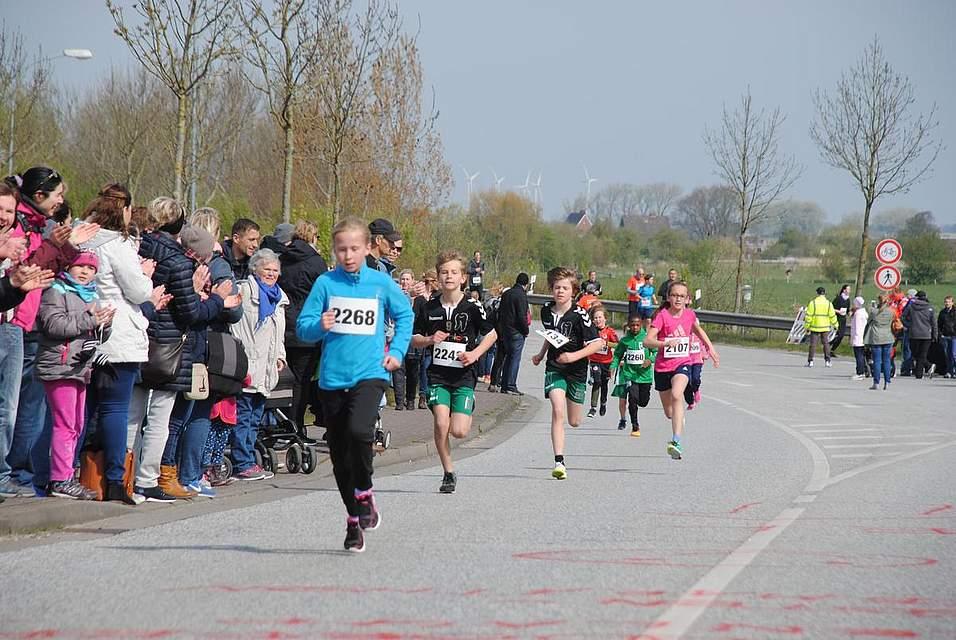 Hier kämpfen die Läufer aus den letzten Metern und holen alles aus sich heraus.