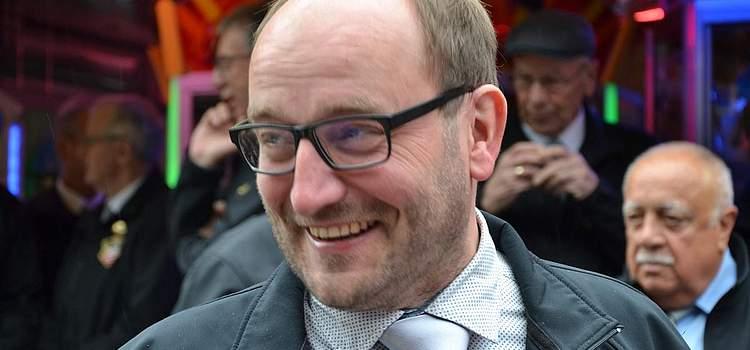 Vor der Pfingstfesteröffnung: Vorsitzender des Volksfestvereins Jörg Sticken.