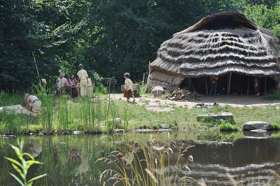 Blick auf das Lager der Jäger uns Sammler.