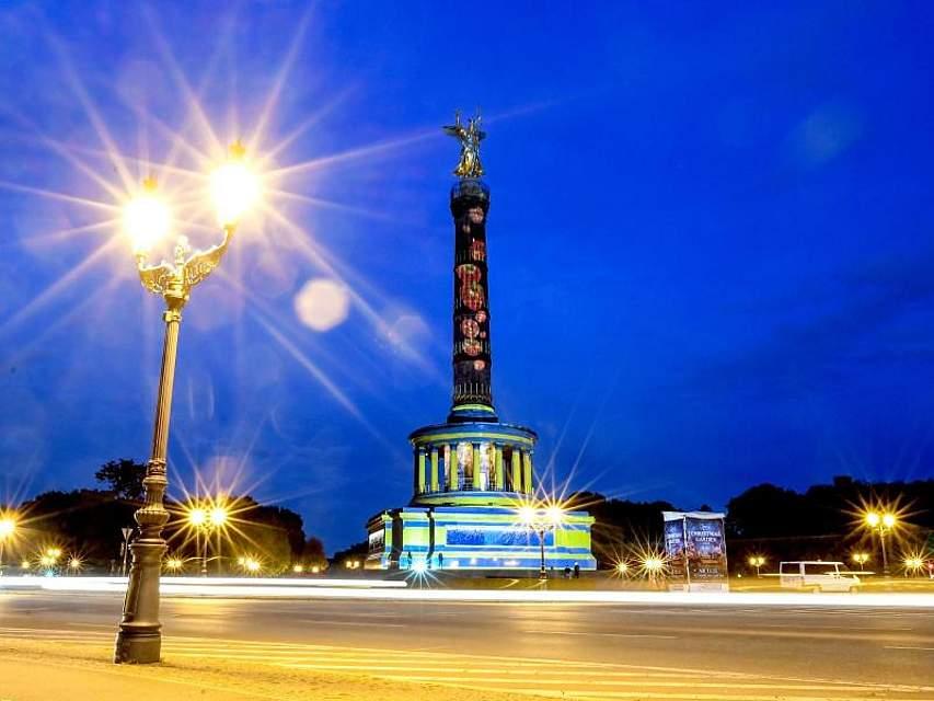 In Berlin werden im Rahmen des Lichterfests viele Sehenswürdigkeiten bunt illuminiert - wie hier die Siegessäule. Foto: Britta Pedersen/dpa-Zentralbild/dpa