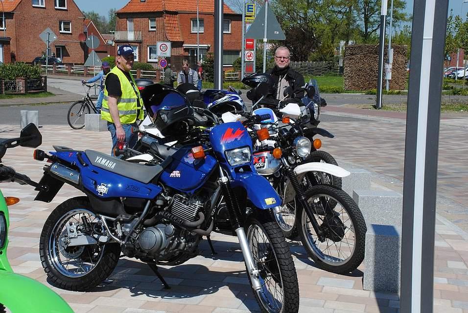Kultobjekt Einzylinder: Beim Treffen von Motorradbesitzern einer Yamaha XT wurden auch Bezingespräche geführt.