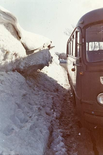 Auch dieses Foto von Werner und Lieselotte Lemburg aus Bargenstedt zeigt die Schneemassen.