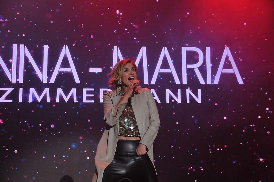 Anna-Maria Zimmermann trat am späten Abend der Schlagerparty auf. Foto: Voß