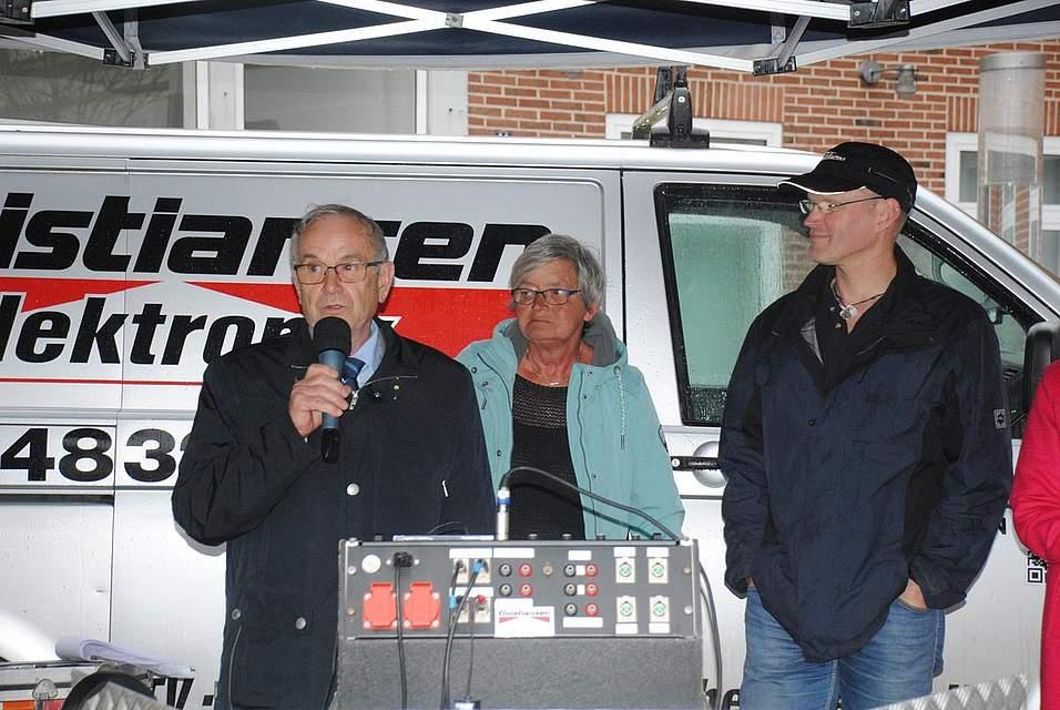 Eröffnen die Meldorf-Woche (von links) Kreispräsident Hans-Harald Böttger, Bürgervorsteherin Heike Ehlers und Meldorf-Woche-Arbeitskreis-Sprecher Arne Warns.