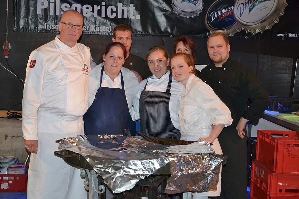 Das Team der gläsernen Küche des BBZ mit Küchenmeister Lars Hinrichsen.