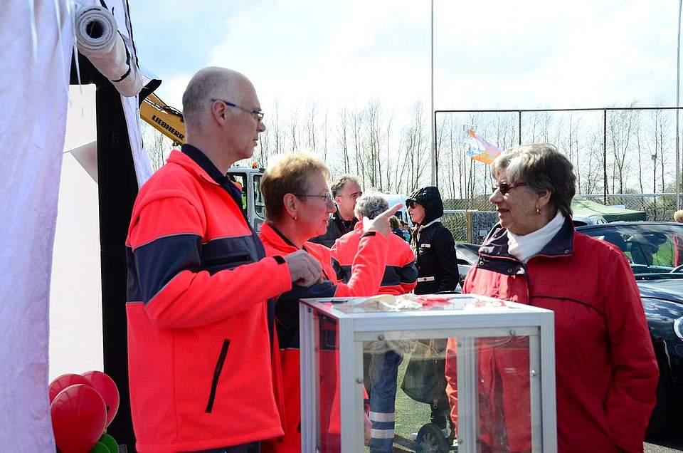 Udo Peters vom Deutschen Roten Kreuz ist nicht nur für Notfälle auf dem Messegelände, sondern stellt die Organisation auch vor.
