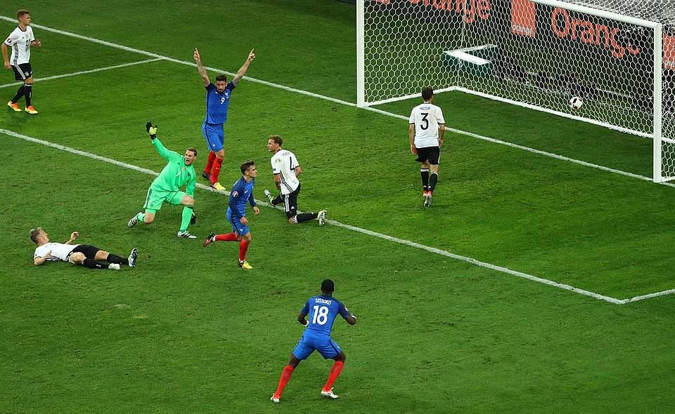 Antoine Griezmann erzielt das 2:0 gegen die deutsche Elf. Foto: Charisius