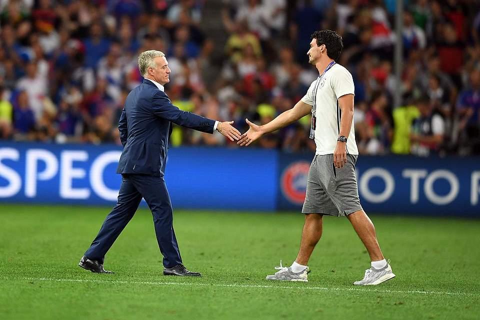 Mats Hummels der französische Trainer Didier Deschamps nach dem Halbfinale. Foto: Gambarini