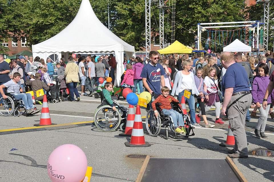 Auch behinderte Kinder kamen mit einem speziellen Parcours auf ihre Kosten. Foto: Voß