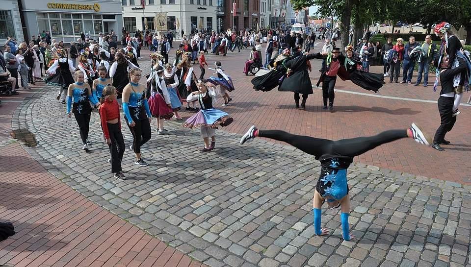 Artistik beim Festumzug. Foto: Höfer