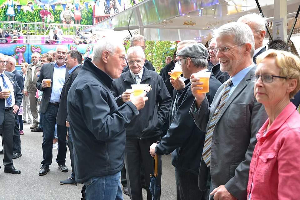 Bei der Eröffnung des Pfingstfests.