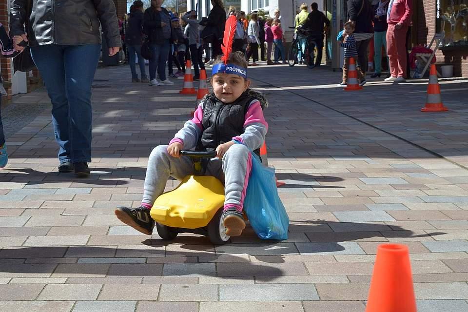 Kindernachmittag: Bobbycarrennen.