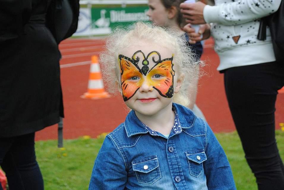 Viele Kinder nutzen die Gelegenheit und ließen sich schminken.