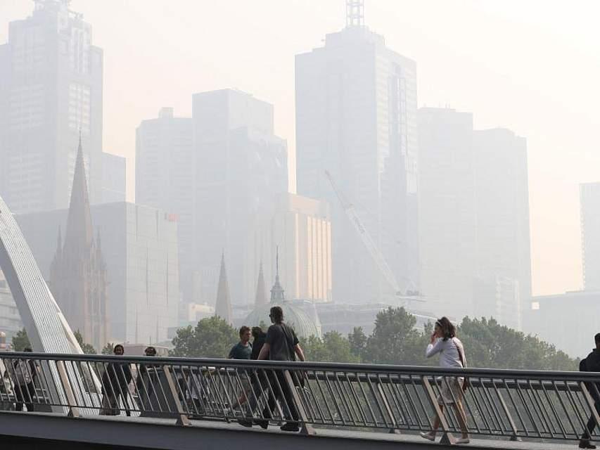 Hinter einem trüben Schleier: In Melbourne an der Südostküste Australiens ist die Luftqualität durch die Brände momentan rekordverdächtig schlecht. Foto: David Crosling/AAP/dpa